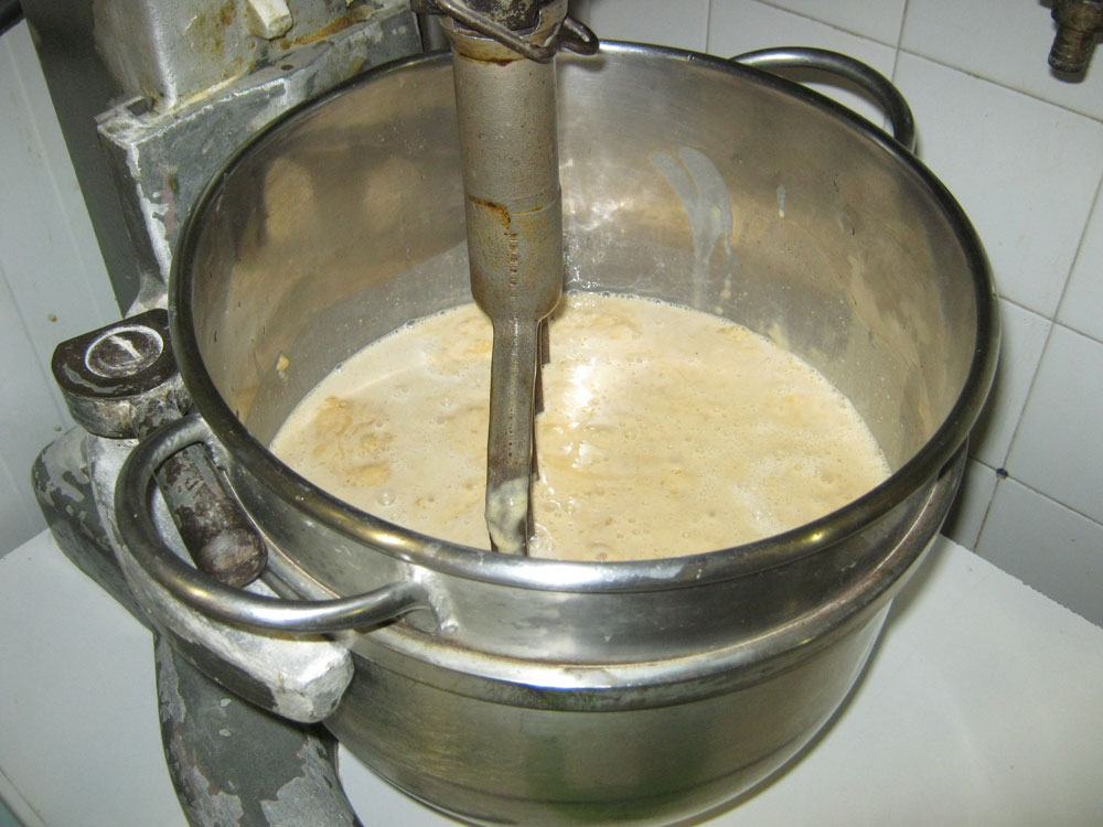 fabrication de la pâte mère (eau, miel, farine)